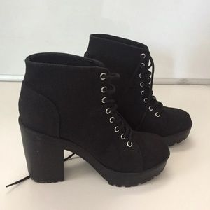 High heel boots(size8)